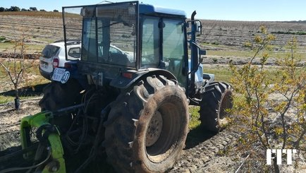 Tracteur agricole New Holland TNA 95 - 1
